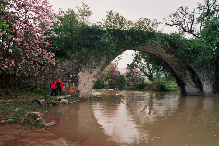 Mrs. Hanna Tabib and her guide at Yulong River in 1988
