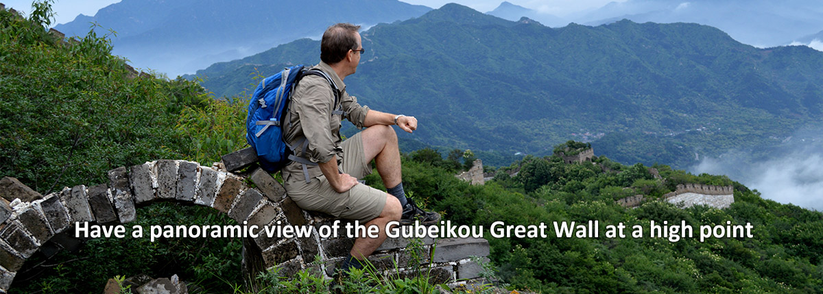 Have a panoramic view of the Gubeikou Great Wall at a high point