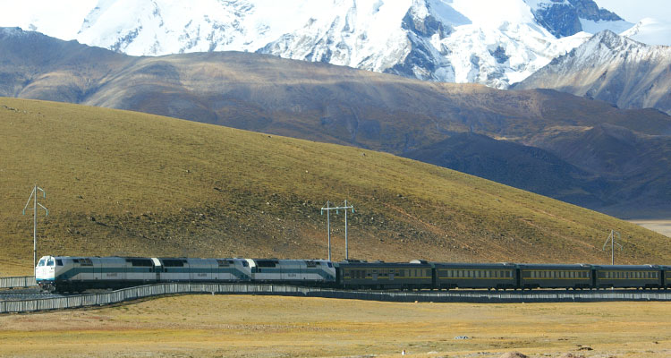Train on the Qinghai-Tibet railway