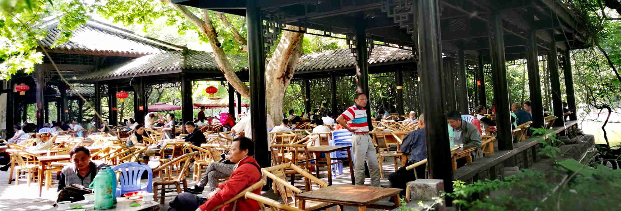 3-Hour Walking Tour in Chengdu People's Park and Learning Mahjong