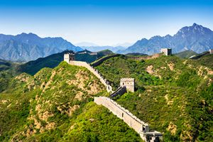 the beautiful scenery of the Great Wall at Jinshanling section under the blue sky