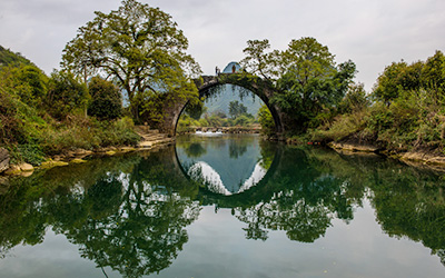 fuli ancient stone bridge in yangshuo