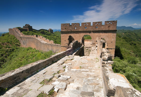 tour to visit the Jinshangling Great Wall