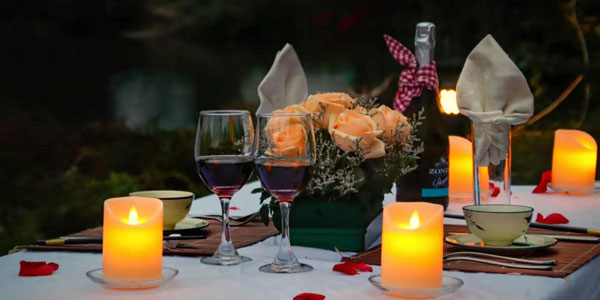 romantic candlelit dinner for couples