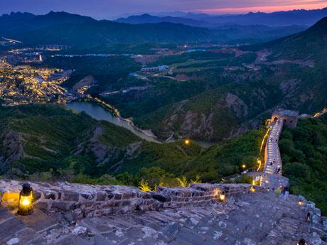 Visit the Great Wall at Night