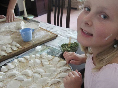 Make dumplings in a local family