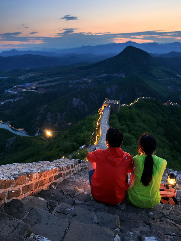 Enjoy the Great Wall at night
