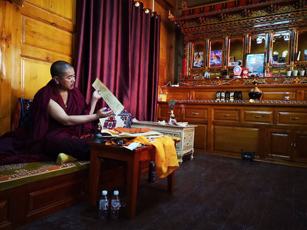 Talk with a lama in his dormitory