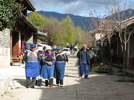 Have a walk in Baisha village