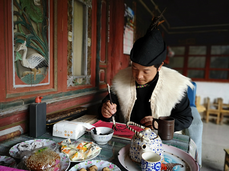 Visit a shaman of the Naxi nationality