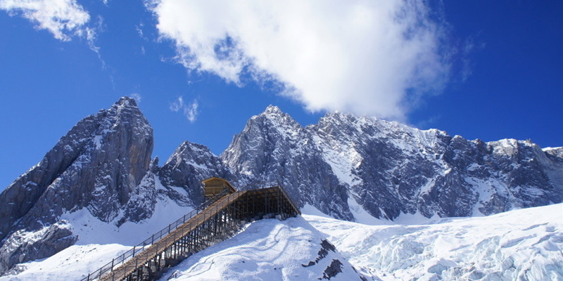 Get to the snowy world on the Jade Dragon Snow Mountain