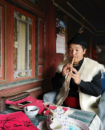 Understand the lifestyle and the philosophy of the Naxi people