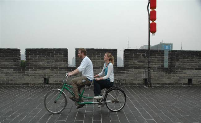 Cycling on the city wall