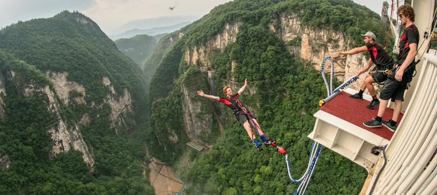 Bangee jumping at Zhangjiajie Glass Bridge