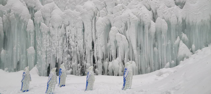 ice-and-snow-sculptures-in-longqing-gorge