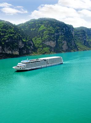 Cruise ship on the Yangtze River